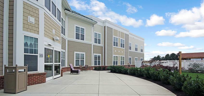 Montevue Assisted Living outside garden and patio area