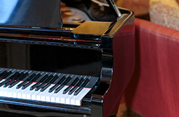 The keys of the grand piano