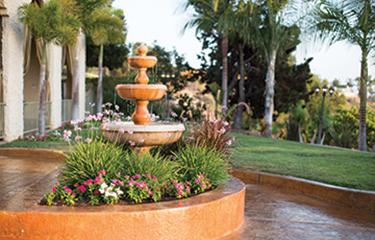 reo-vista-healthcare-center-courtyard-amenities