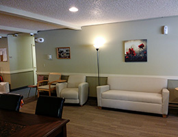 300 Main lobby area with several options for seating