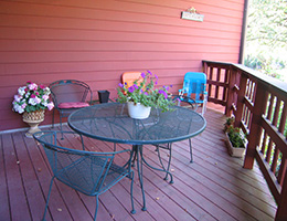 Manona Meadows patio area with seating and plants