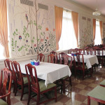 LaFontaine resident dining area with spring painted walls and tables set with table cloths and condiments in the middle